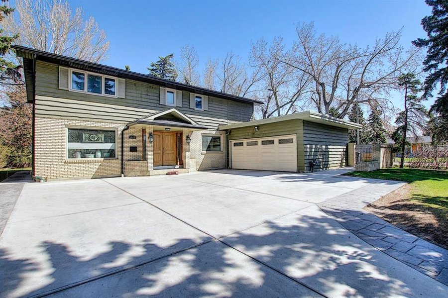 1006 Bel-Aire Drive SW Calgary, AB - Image 0