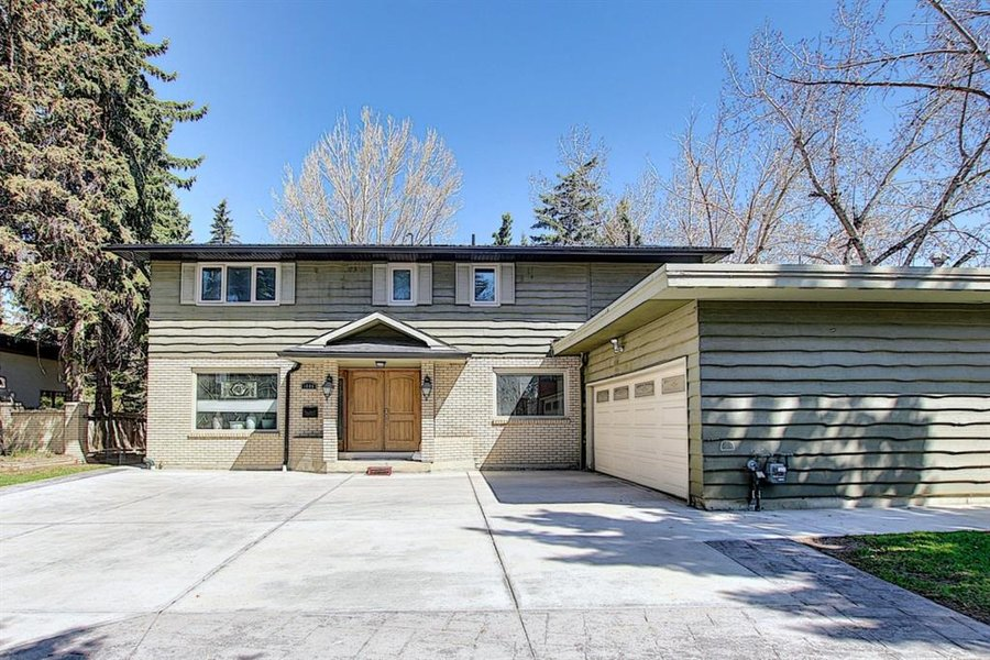 1006 Bel-Aire Drive SW Calgary, AB - Image 1
