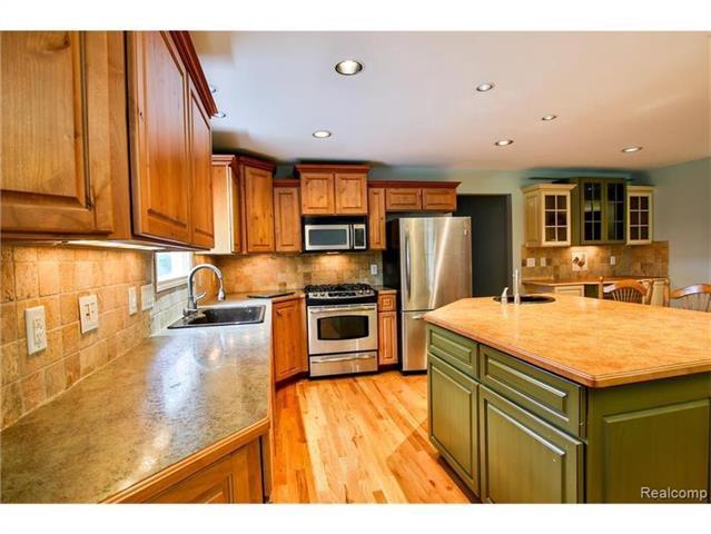 2052 Oaknoll Street AUBURN HILLS, MI - Image 2
