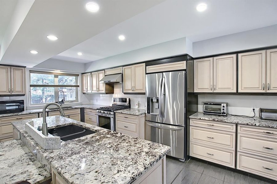 1006 Bel-Aire Drive SW Calgary, AB - Image 12
