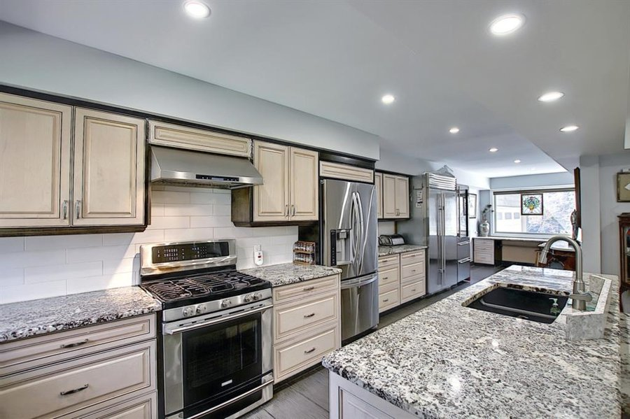 1006 Bel-Aire Drive SW Calgary, AB - Image 13