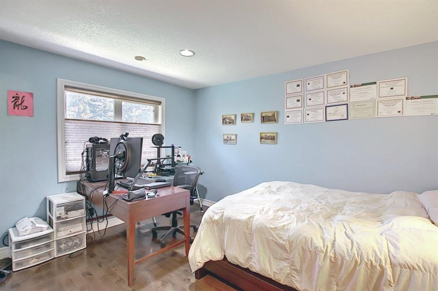 1006 Bel-Aire Drive SW Calgary, AB - Image 26