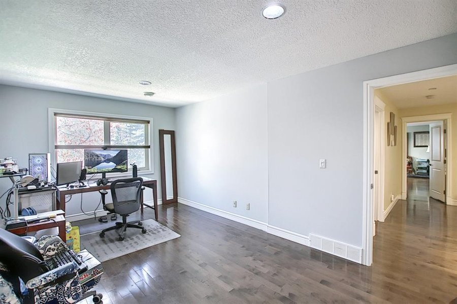1006 Bel-Aire Drive SW Calgary, AB - Image 35