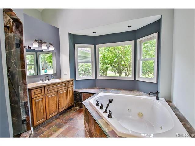 2052 Oaknoll Street AUBURN HILLS, MI - Image 12