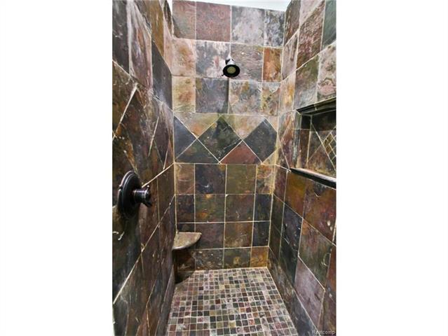 2052 Oaknoll Street AUBURN HILLS, MI - Image 13