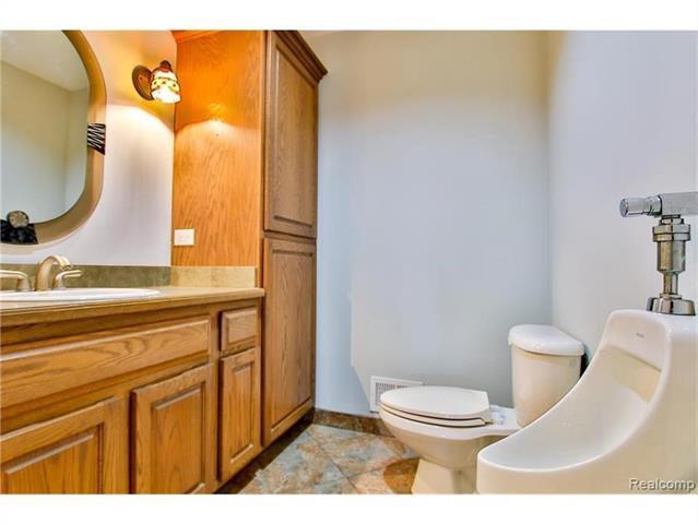 2052 Oaknoll Street AUBURN HILLS, MI - Image 14
