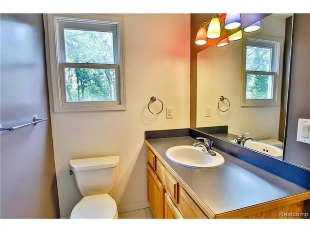 2052 Oaknoll Street AUBURN HILLS, MI - Image 18